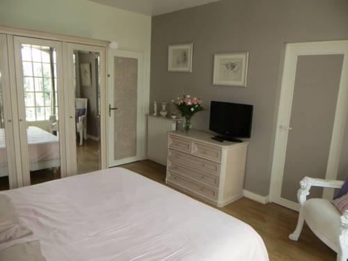 Villa Saint Fiacre : Bed and Breakfast near Croissy-sur-Seine