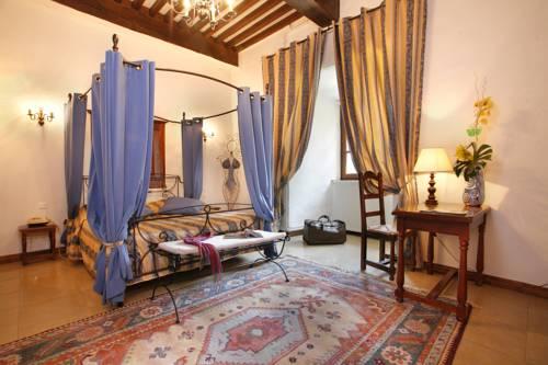 Château Chapeau Cornu : Hotel near Salagnon