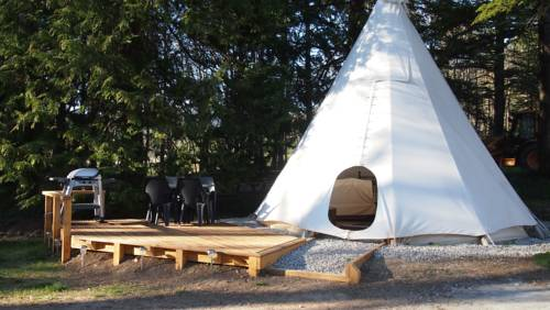 Tipi Glamping at Camping La Source : Guest accommodation near La Haute-Beaume