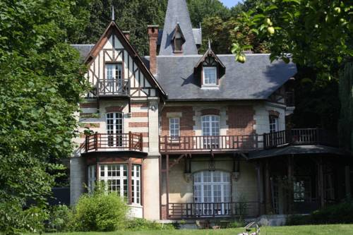 Villa du Châtelet : Bed and Breakfast near Retheuil
