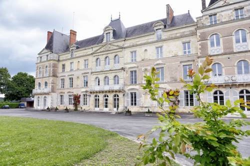 Chateau de Briançon : Bed and Breakfast near Andard