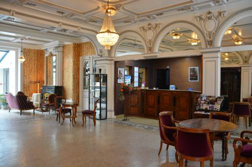 Qualys-Hotel Terminus : Hotel near Péronnas