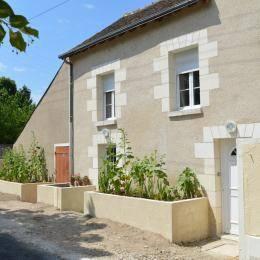 Aux Roses Tremières : Guest accommodation near Saint-Martin-le-Beau