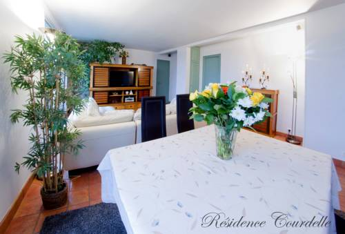 Résidence Courcelle : Guest accommodation near Levallois-Perret