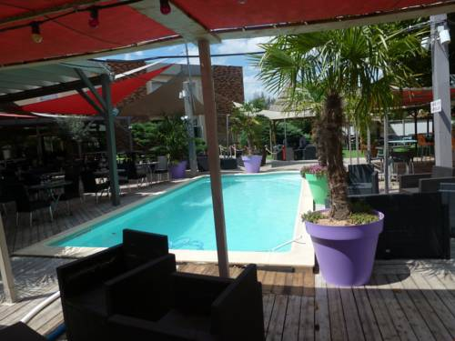 Adonis Villefranche Ambiance Hotel : Hotel near Jassans-Riottier