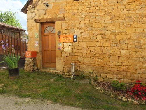 Chambres d'Hôtes - Sur Le Chemin des Sens : Guest accommodation near Azerat