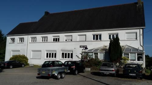 Appartements l'Orée du Bois : Apartment near Baud