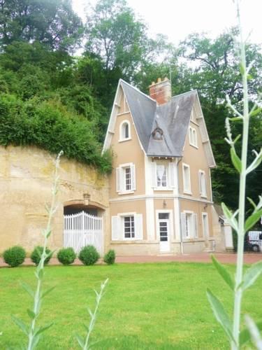 Maison Dans Le Parc Du Château : Guest accommodation near Véretz