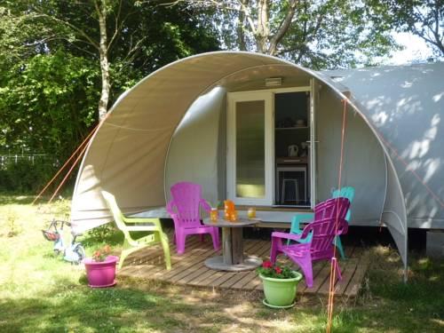 Camping des Cerisiers : Guest accommodation near Billio