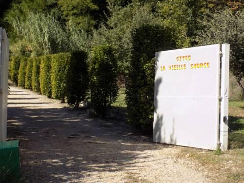 Apartments La Vieille Source : Apartment near Saint-Just