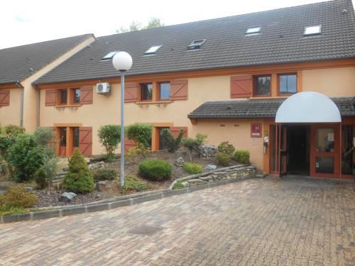 Mondhotel Chelles : Hotel near Coubron