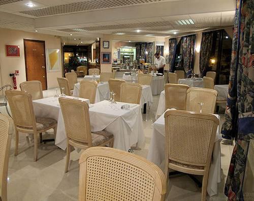 Hôtel Garabel : Hotel near Thiverval-Grignon