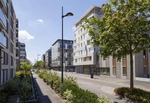 Comfort Suites Porte de Genève : Guest accommodation near Reignier-Esery