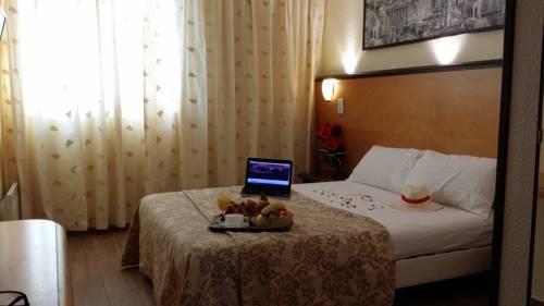 Euro Hôtel Paris Creteil Métro : Hotel near Limeil-Brévannes