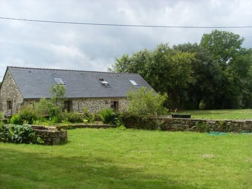 Pen ar Quinquis : Guest accommodation near Botmeur