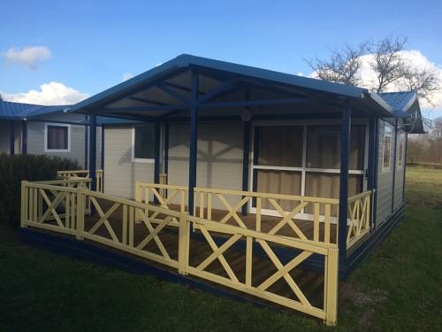 Camping Les Naïades : Guest accommodation near Monthois