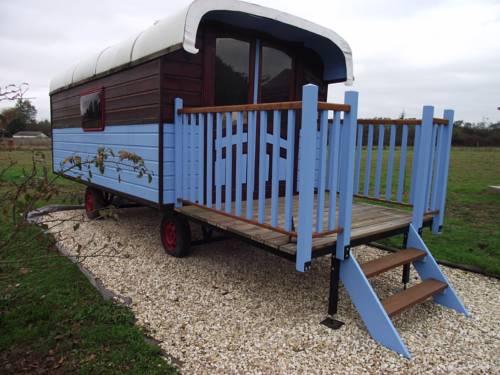 La Roulotte des Amis : Guest accommodation near Neuvy-sur-Loire