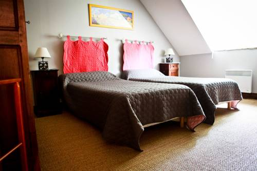 Domaine De La Vallee Aux Pages : Bed and Breakfast near Pussay