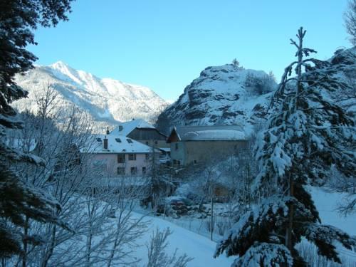 Gîte Auberge Les Terres Blanches de Méolans : Hostel near Saint-Vincent-les-Forts