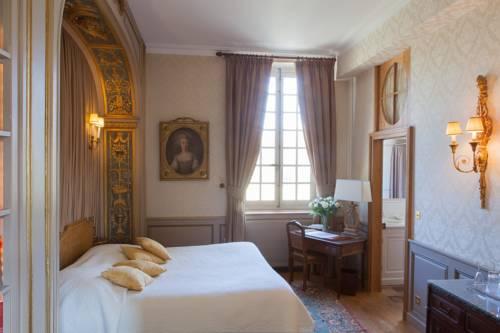 Château-Hôtel de Bourron : Hotel near Saint-Pierre-lès-Nemours