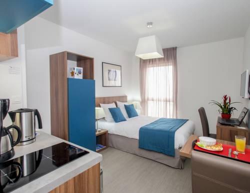 Appart' Hotel Odalys Saint Jean : Guest accommodation near Orléans