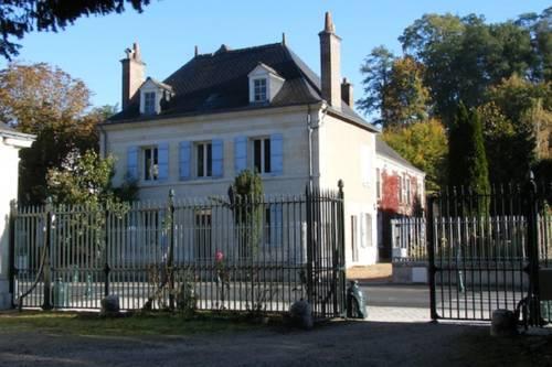 B&B-Chambre d'Hôtes La Closerie Saint Vincent : Bed and Breakfast near Pocé-sur-Cisse