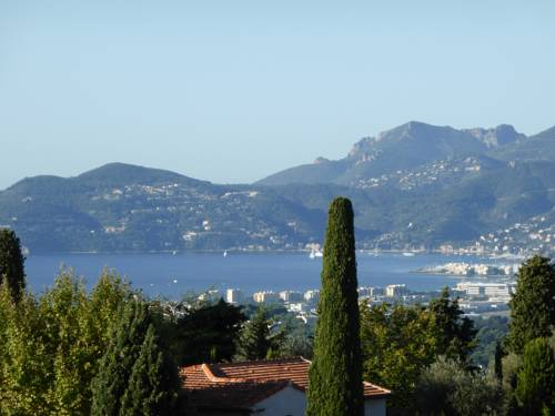 Charming Village House : Guest accommodation near Mougins
