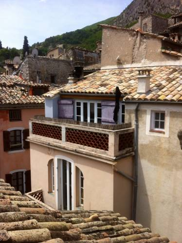 La Chambre 21, Entrevaux en Provence, proche de Nice : Bed and Breakfast near Saint-Léger