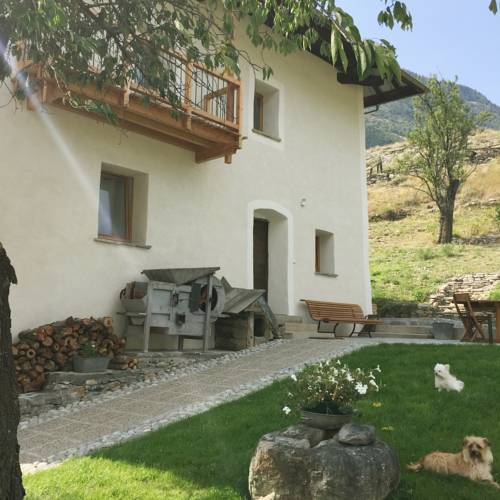 La Maison Abeil : Bed and Breakfast near La Roche-de-Rame