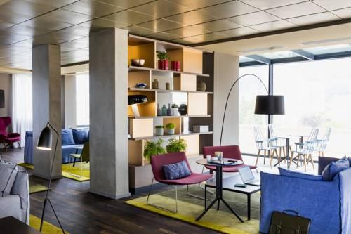 Okko Hotels Paris Rueil Malmaison : Hotel near Chatou