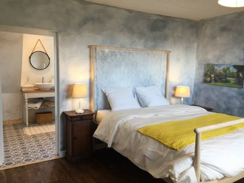 L'Ermitage : Bed and Breakfast near Saint-Vaast-la-Hougue