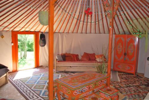 Chambre à Part- La Yourte : Guest accommodation near Cessy-les-Bois