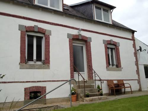 Ploumilliau House : Guest accommodation near Trédrez-Locquémeau
