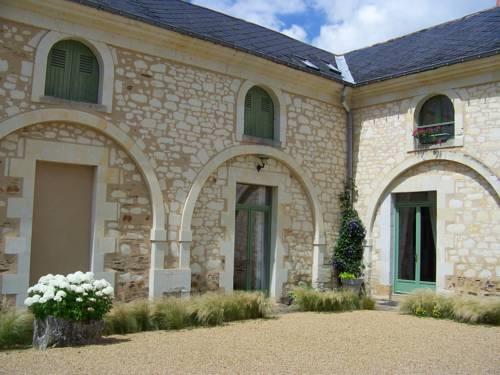 Logis de la Pichonnière : Bed and Breakfast near Charcé-Saint-Ellier-sur-Aubance