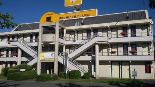 Premiere Classe Cambrai Proville : Hotel near Estrées