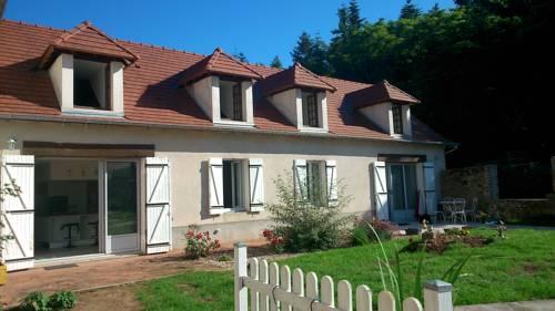 Clos Charmille : Bed and Breakfast near Lételon