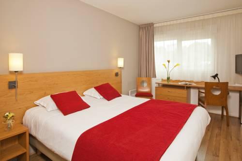 Séjours & Affaires Poitiers Lamartine : Guest accommodation near Poitiers