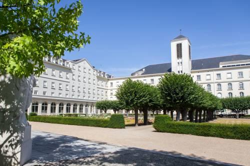 Hostellerie Bon Pasteur : Hotel near Avrillé