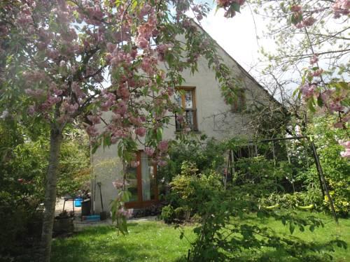 La Cour des Jardins : Guest accommodation near Les Chapelles-Bourbon