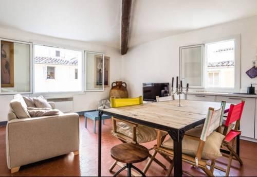 Lumineux à 100 m du C. Mirabeau : Apartment near Aix-en-Provence