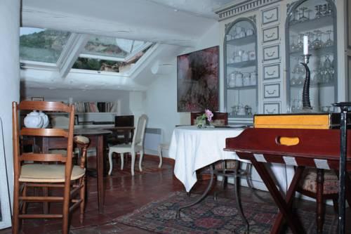 La Bouscatière : Bed and Breakfast near Majastres