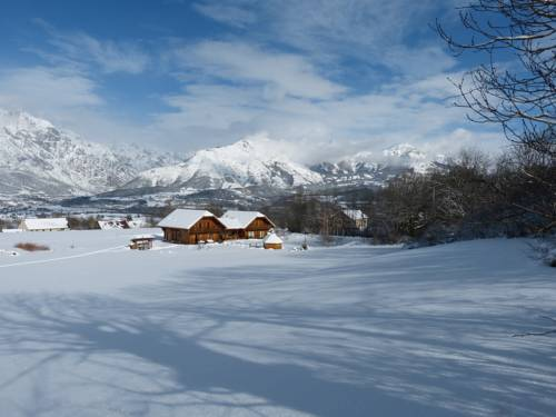 Le Chalet Des Alpages : Bed and Breakfast near Poligny