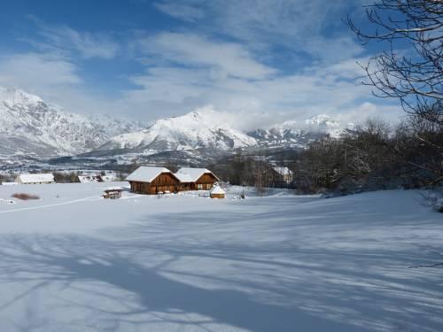 Le Chalet Des Alpages : Bed and Breakfast near Saint-Bonnet-en-Champsaur