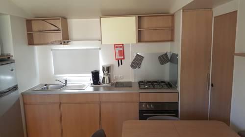 Mobile-Home Les Rives De Condrieu : Guest accommodation near Saint-Prim