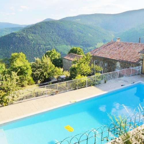Le Mas de la Source Vanosc : Guest accommodation near Saint-Symphorien-de-Mahun