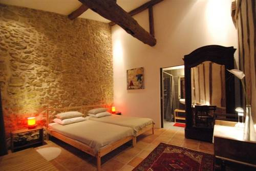 Domaine de Daran : Bed and Breakfast near Caillavet