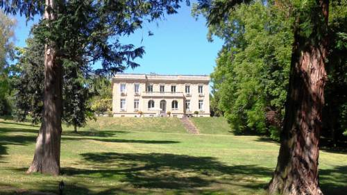 Les Vieux Murs : Bed and Breakfast near Aubigny