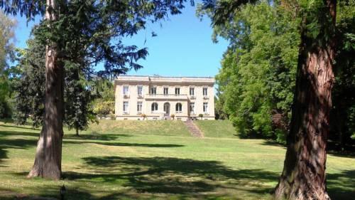 Les Vieux Murs : Bed and Breakfast near Noyant-d'Allier