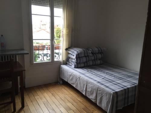 Chambre Bondy : Bed and Breakfast near Noisy-le-Sec