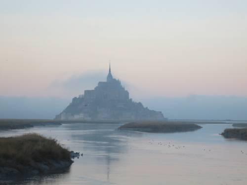 Les Marches du Mont - Maison d'hôtes : Bed and Breakfast near Coglès